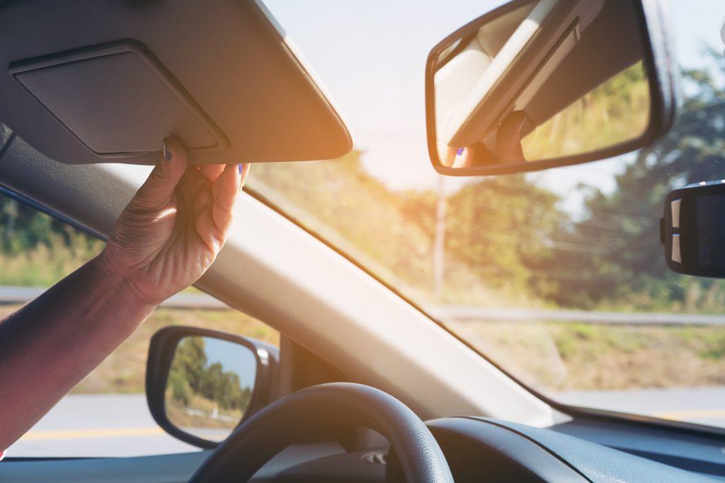 Ημεμβράνη στο παρμπρίζ του αυτοκινήτου μειώνει την θερμοκρασία και την αντηλιά στην καμπίνα του αυτοκινήτου.
